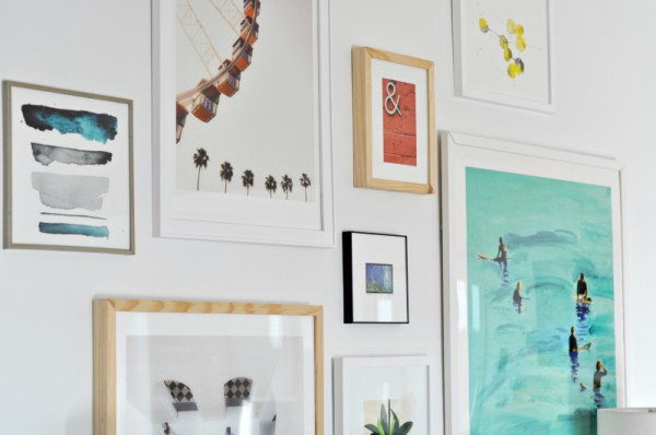Tips for Arranging Art on a Gallery Wall by House Updated featured on Remodelaholic