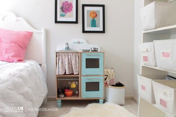 Amazing DIY Play Kitchen Set - HMC for Remodelaholic