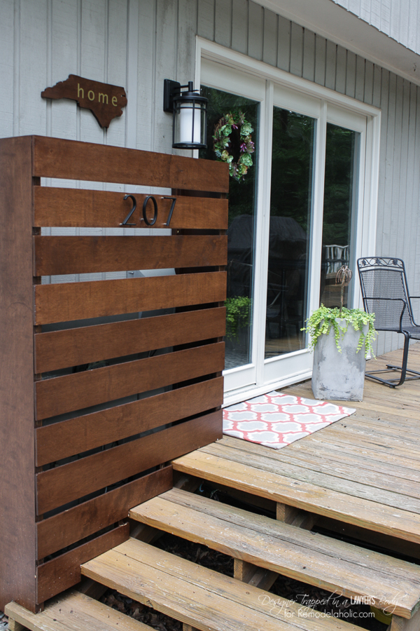 Hide those ugly utility boxes on your house with this gorgeous DIY wood screen.  Full tutorial by Designer Trapped in a Lawyer's Body for Remodelaholic.com!