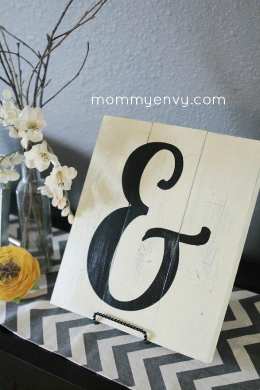 DIY wall art - easy wood plaque ampersand Mommy Envy
