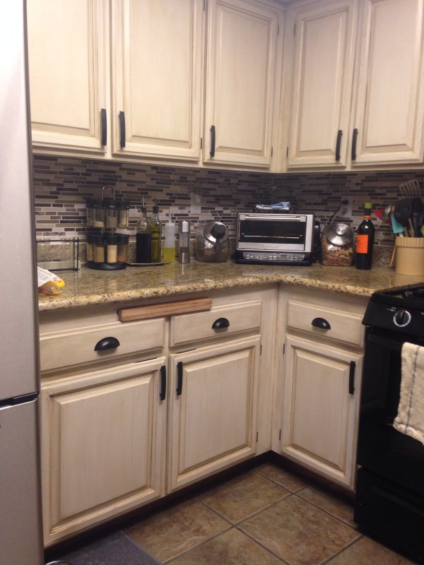 Tami review of painted cabinets using Rustoleum Transformations kit