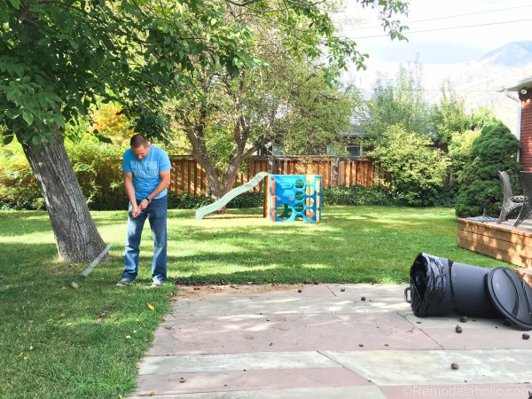 cleaning up the backyard with roughneck @remodelaholic (5 of 9)