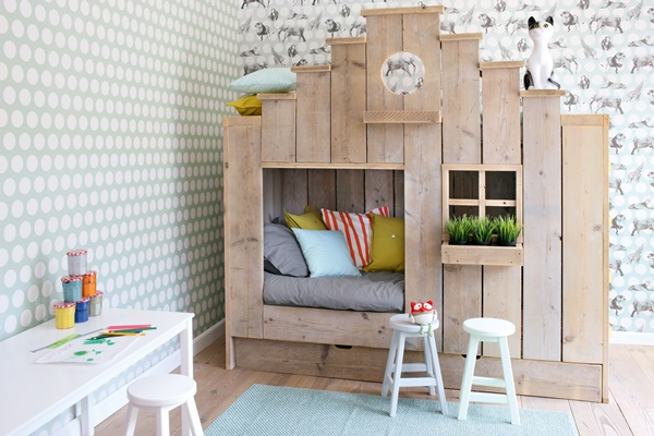 rustic wood house shaped bunk bed via trendspanarna