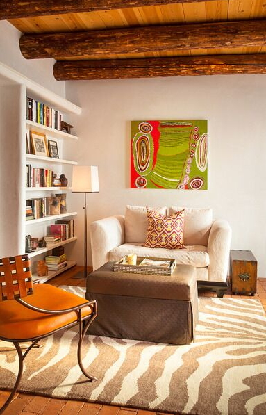 modernized Southwest sitting area and library by Violante & Rochford Interiors, photo credit © Wendy McEahern