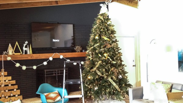 How to decorate an elegant Christmas tree @remodelaholic (4)