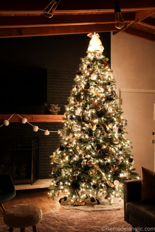 How to decorate an elegant Christmas tree @remodelaholic (8 of 15)
