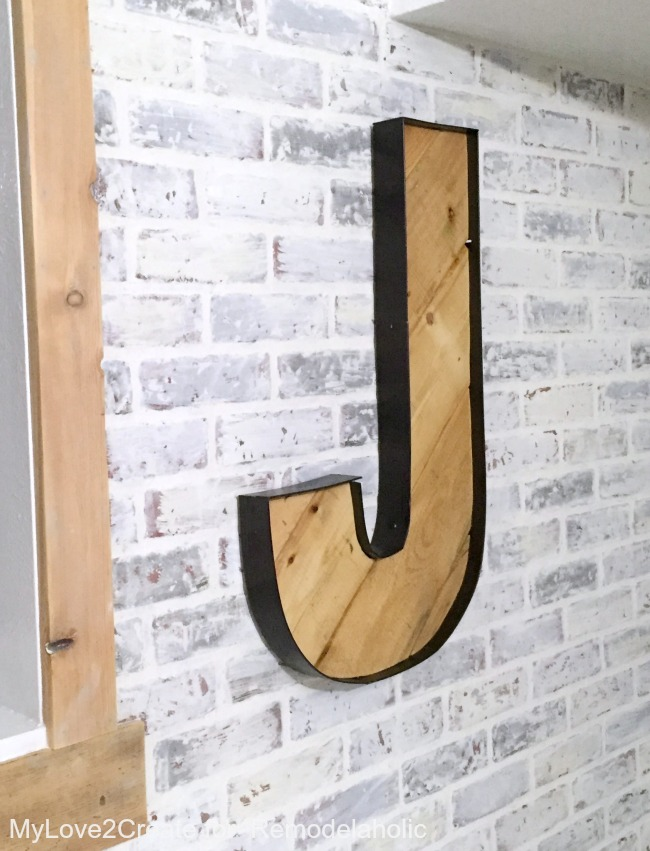 The rustic industrial wood and faux metal on these DIY letters looks perfect with the whitewashed faux brick wall. So great for a teen room!