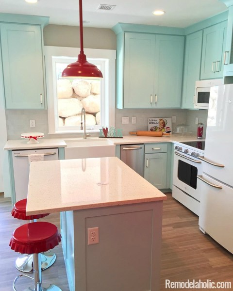 cute retro kitchen Remodelaholic | Friday Favorites: DIY Solar Lamps and