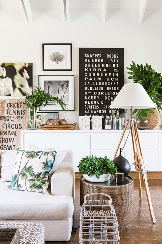Tropical throw pillows | Modern Tropical Style on Remodelaholic.com