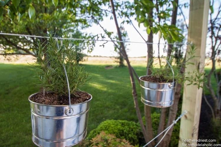 DIY vertical garden for remodelaholic.com by heatherednest.com (1 of 6)
