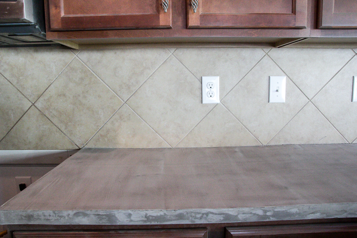 Whitewashed faux brick backsplash (2 of 18)