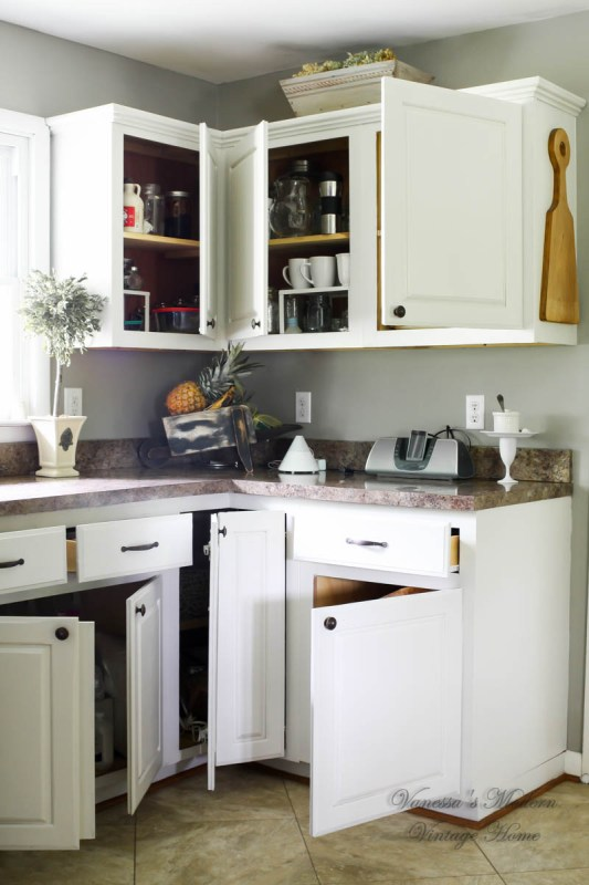 DIY white kitchen in one weekend by Vanessa's Modern Vintage Home featured on @Remodelaholic
