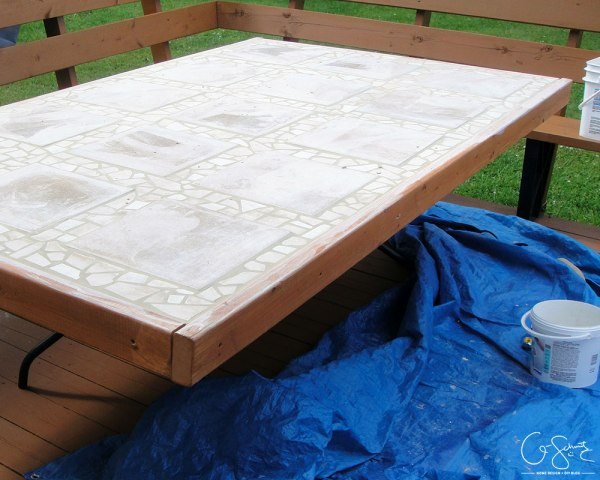 Tutorial for tiled table top by Q-Schmitz featured on @Remodelaholic