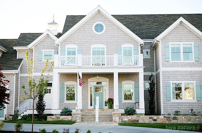 Exterior Paint Colors that Increase Curb Appeal | Edgecomb Gray Benjamin Moore | More info on Remodelaholic.com