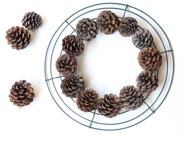 DIY-pinecone-wreath-apieceofrainbowblog (5)