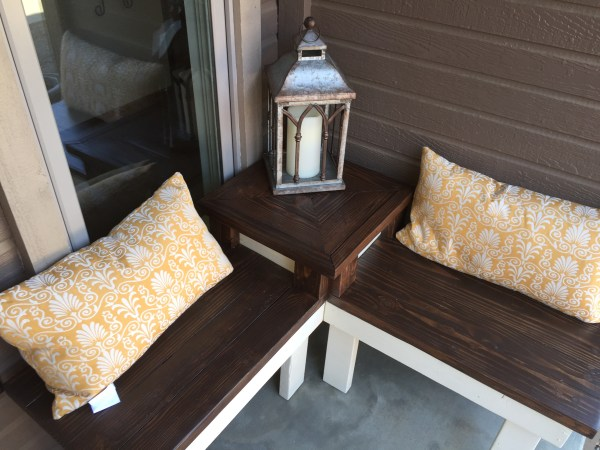 perfect porch bench, a corner bench with attached table, Pinspiration Mommy featured on @Remodelaholic