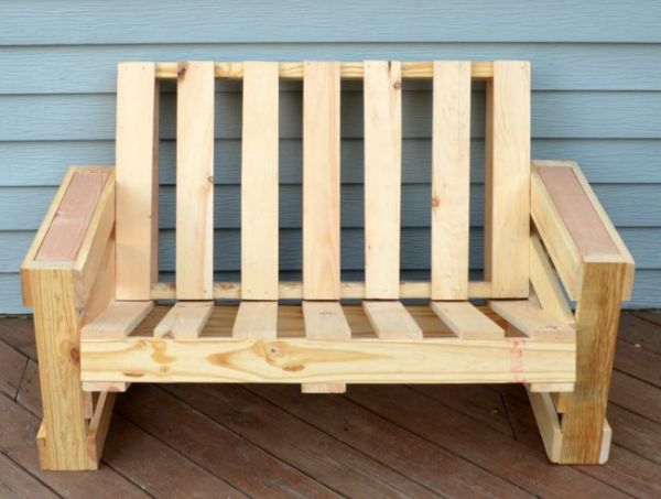 love-seat-pallet-bench-diy-by-one-artsy-mama-featured-on-remodelaholic