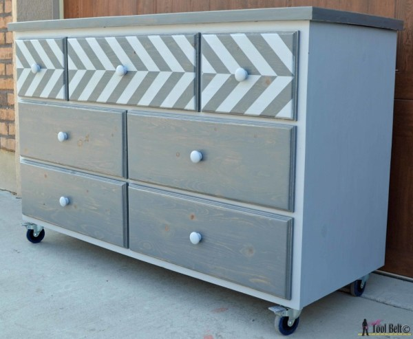Pallet dresser and 15 awesome pallet furniture ideas featured on remodelaholic.com