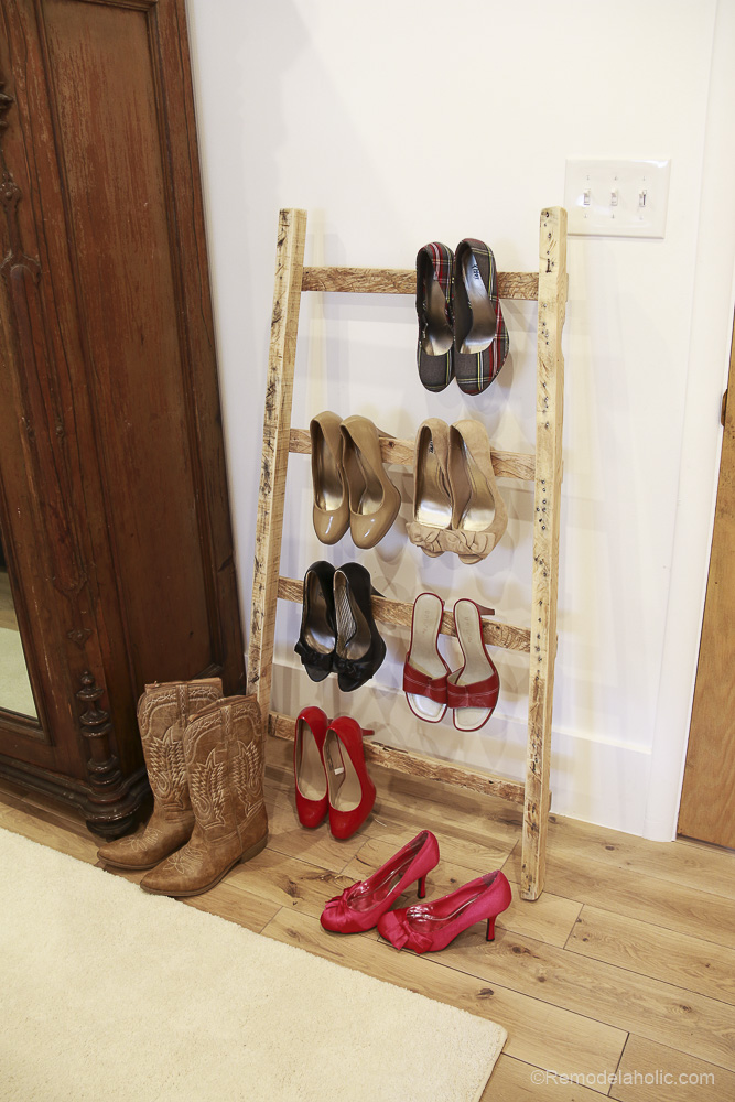 free-pallet-blanket-ladder-diy-tutorial-also-great-for-storing-shoes-remodelaholic-9129