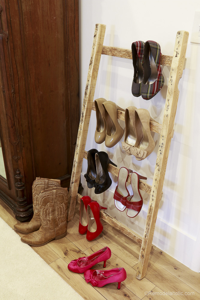 free-pallet-blanket-ladder-diy-tutorial-also-great-for-storing-shoes-remodelaholic-9135