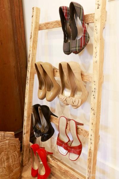 free-pallet-blanket-ladder-diy-tutorial-also-great-for-storing-shoes-remodelaholic-9137