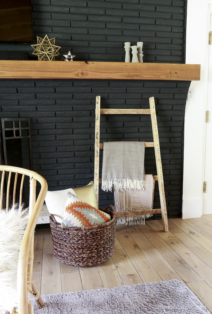 free-pallet-blanket-ladder-diy-tutorial-also-great-for-storing-shoes-remodelaholic-9160