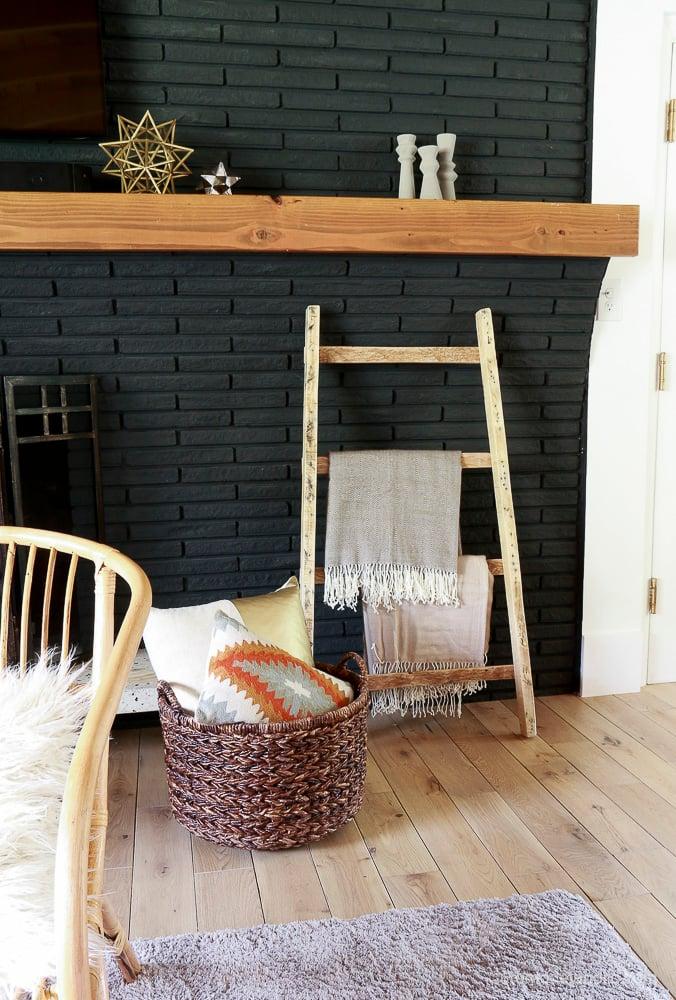 free-pallet-blanket-ladder-diy-tutorial-also-great-for-storing-shoes-remodelaholic-9160