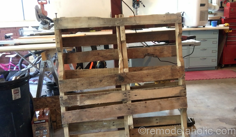 rustic-pallet-wood-blanket-ladder