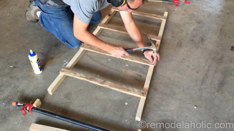 rustic-pallet-wood-blanket-ladder-18