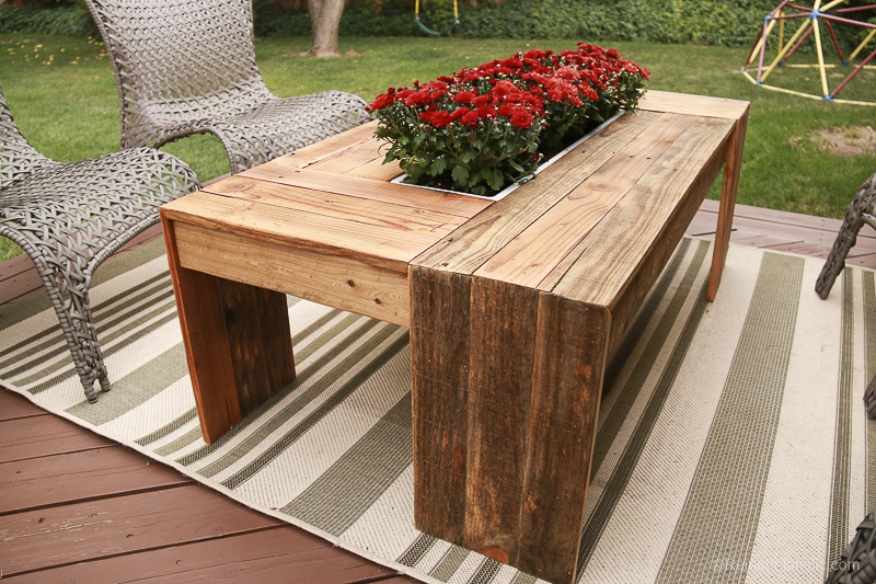 rustic-pallet-wood-coffee-table-remodelaholic-9216