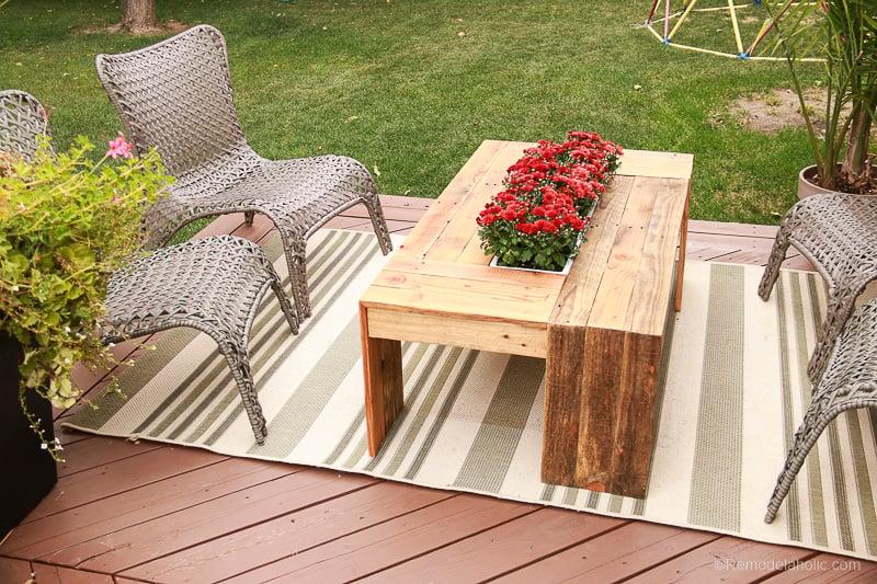 rustic-pallet-wood-coffee-table-remodelaholic-9230
