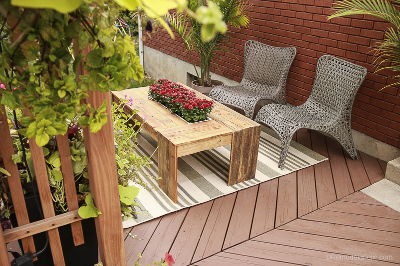 rustic-pallet-wood-coffee-table-remodelaholic-9243