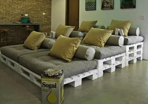 diy-theater-seating-made-from-pallets-original-image-source-unknown