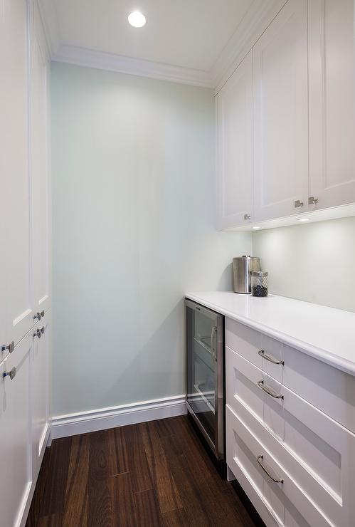Tips for choosing a whole home paint color | Wall color is Dewdrop from Benjamin Moore. | More paint colors and tips at Remodelaholic.com