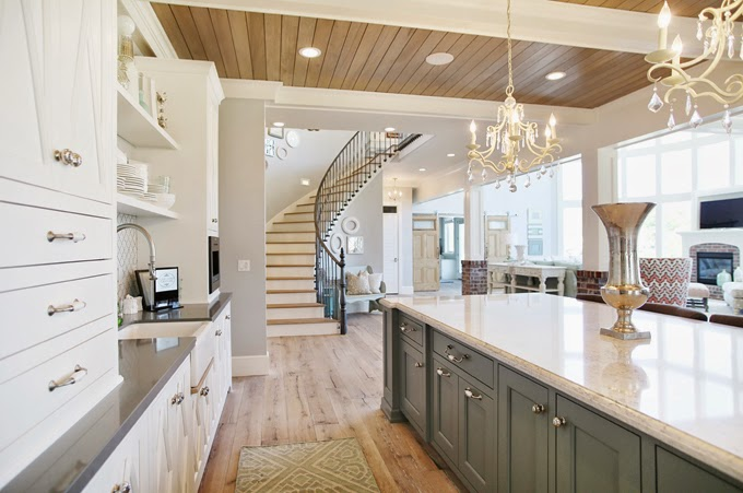Tips for choosing a whole home paint color | Wall color is Passive from Sherwin Williams. | More paint colors and tips at Remodelaholic.com