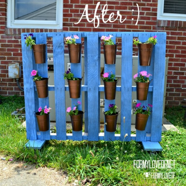 rolling-pallet-planter-as-a-screen-to-hide-the-ac-unit-a-designer-at-home