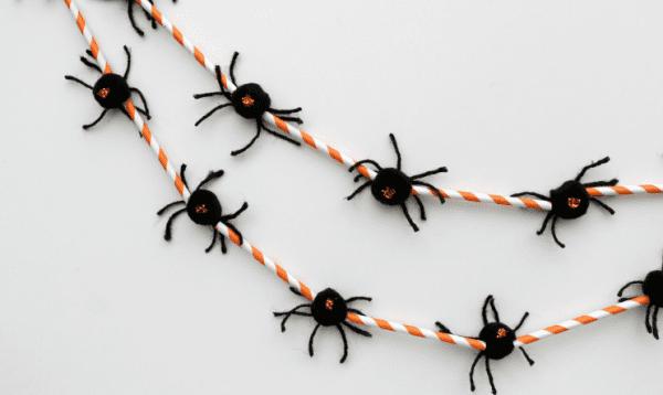 Halloween Spider Garland Made Of Straws OHMY CREATIVE.COM