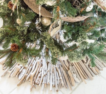 How to Make a Coastal Style Rustic Driftwood Christmas Tree Skirt