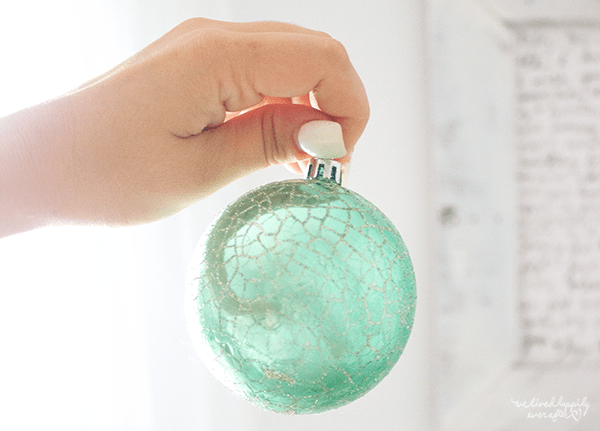 25 Simple Holiday Decor, By We Lived Happily Ever After Featured On @Remodelaholic