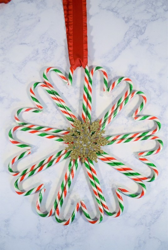 Simple but beautiful candy cane wreath idea