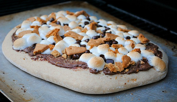 S'mores and pizza are two of my favorites, this sounds like a match made in heaven. S'mores Dessert Pizza by You Made That.