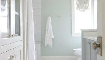Remodelaholic | Choosing Paint Colors that Work with Wood Trim and