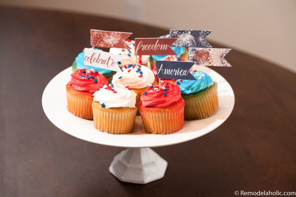 Beautiful and easy festive cupcakes featured on Remodelaholic.com