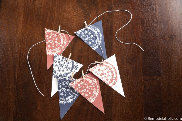 4th of July Party Decor: Patriotic Firework Bunting printable via remodelaholic.com