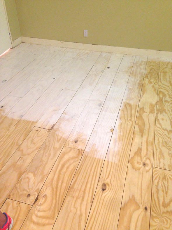 Remodelaholic diy plywood flooring pros and cons tips little green notebook diy whitewashed plywood plank floors solutioingenieria Images