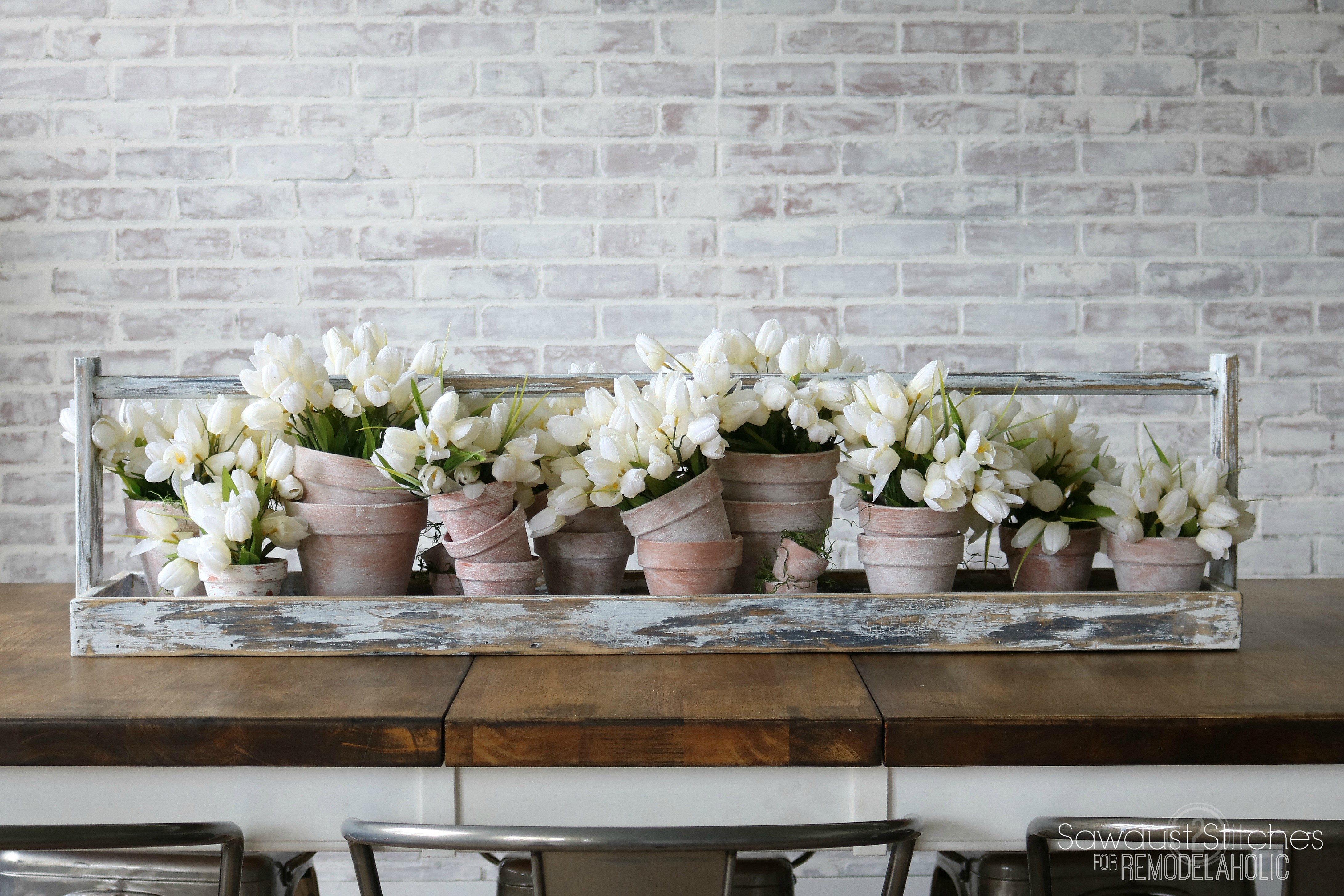 Remodelaholic  DIY Long Table Runner Tray for a Centerpiece
