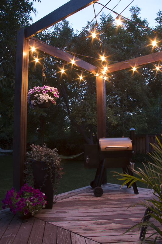 Modern Deck Pergola @Remodelaholic with beautiful outdoor lighting