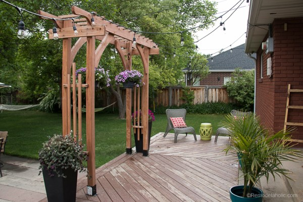 how to build a wood arbor as a backyard wedding arch, portable and simple to build featured on Remodelaholic.com