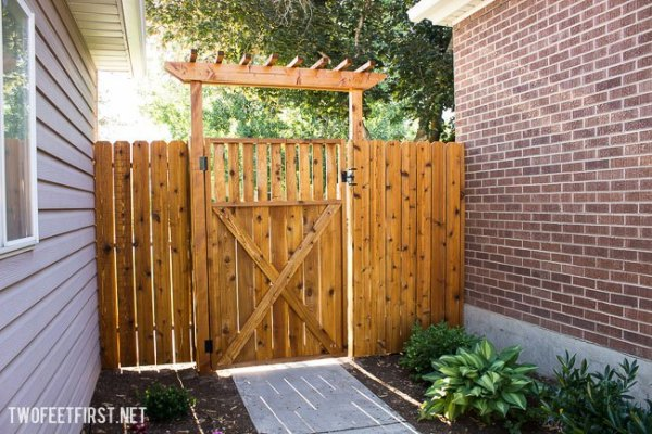 Build With 2x4s, Building A Fence Pergola Over A Gate, Two Feet First