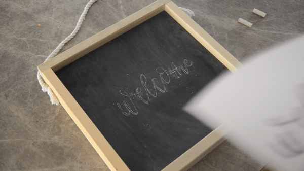 Diy Wooden Chalkboard Welcome Sign (6)